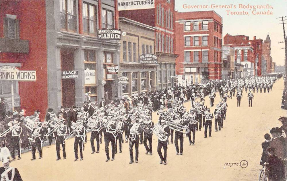 POSTCARD - TORONTO - PARADE OF GOVERNOR-GENERAL'S BODYGUARDS - UNKNOWN STREET - TINTED - c1910