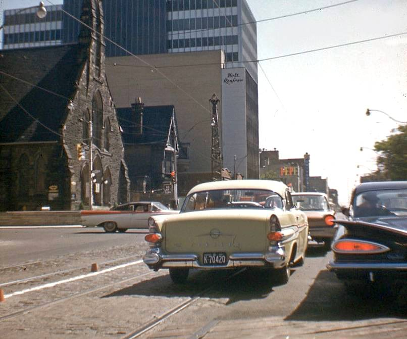 AA PHOTO - TORONTO - BLOOR AND UNIVERSITY AVE - LOOKING E AT GROUND LEVEL ON BLOOR - CHURCH OF THE REDEEMER ON LEFT - CARS IN TRAFFIC - 1961