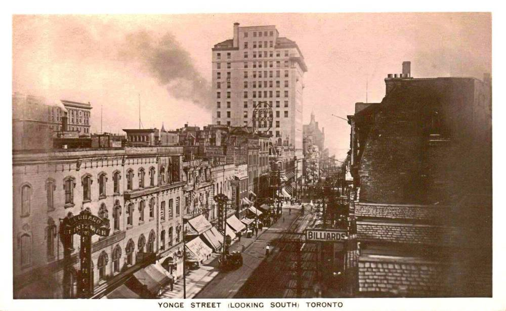 POSTCARD - TORONTO - YONGE STREET - AERIAL LOOKING S (NO REFERENCE POINT GIVEN) - MANY SHOPS - c1910